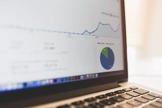 Entrepreneur_computer_with_graph.jpg
