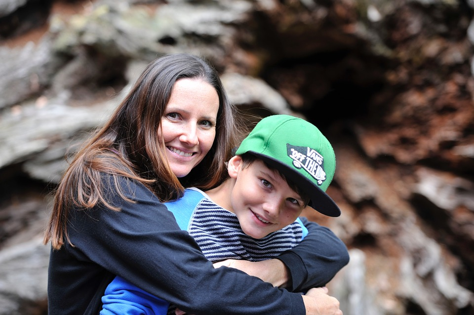 mother-and-son-2404328_960_720