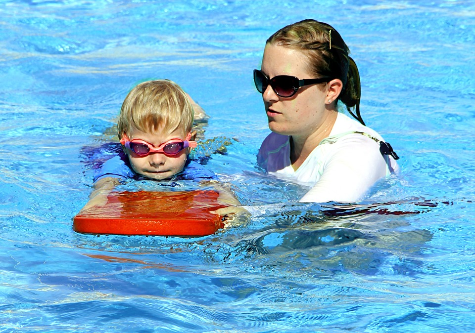 swimming-286211_960_720